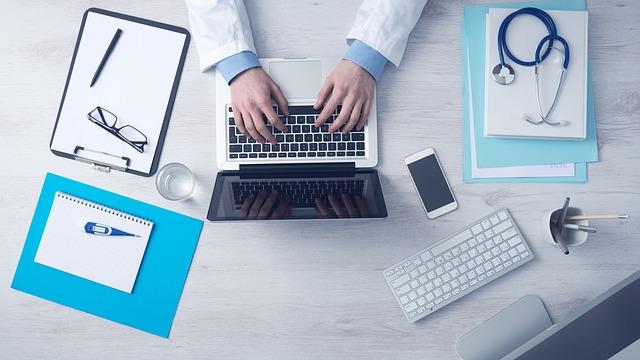 企業の医務室勤務の画像